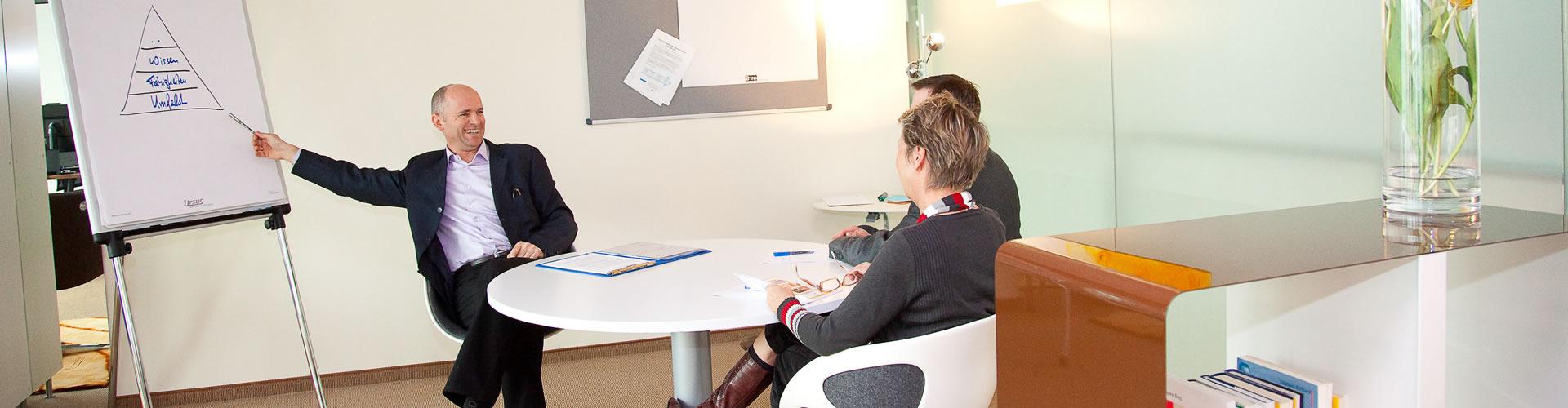 Harald Breitenbaumer in einer Beratung mit Kunden